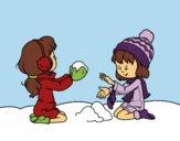 Ragazze che giocano con la neve
